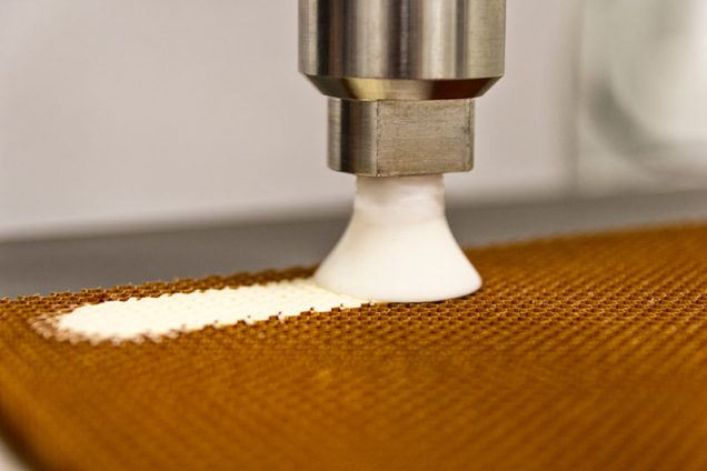 Honeycomb potting with ViscoTec dispensing pumps for completely filled honeycombs